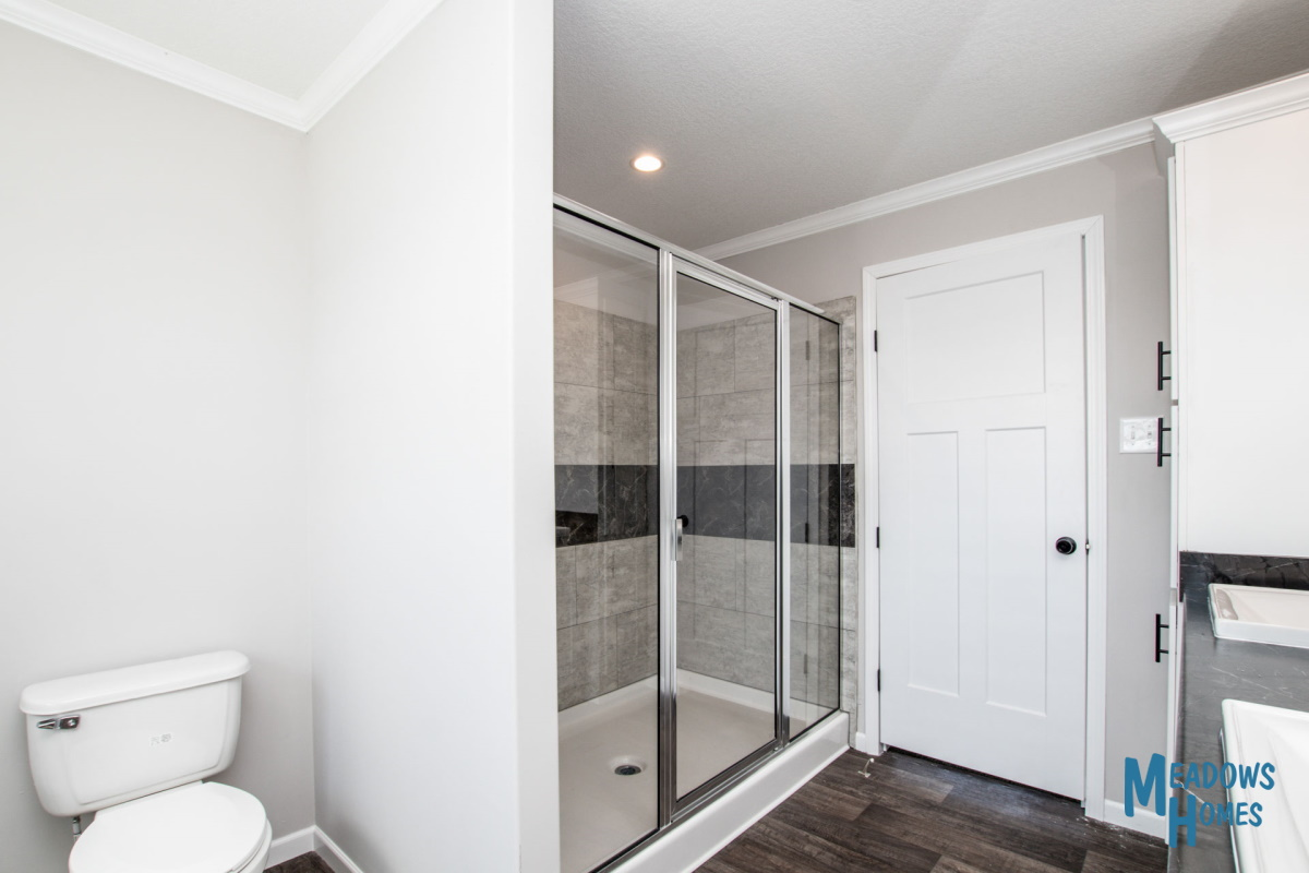 Master Bath & Large Walk-In Shower